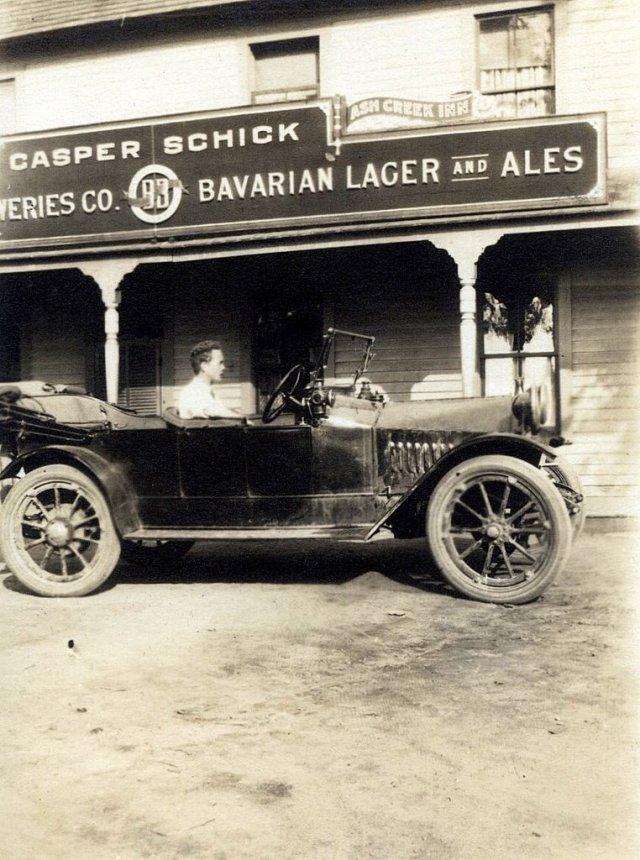 MM Konarski in car